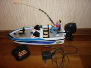 Лодка новая на аккумуляторе+пульт.